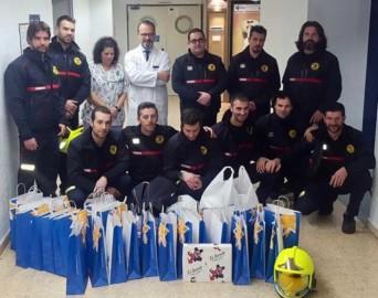 bomberos juguetes niños hospital (2)