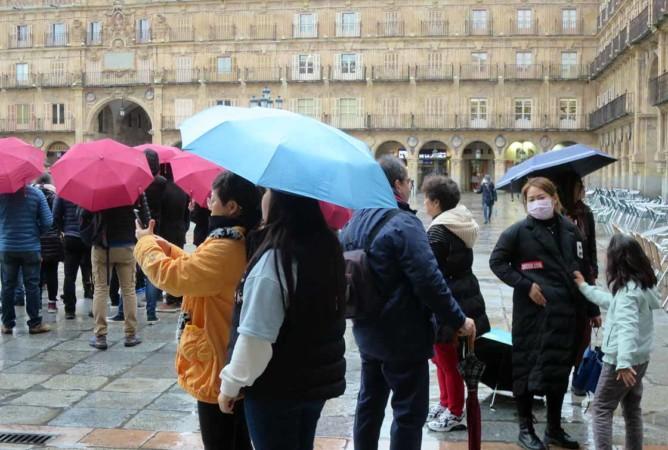coronavirus turistas asiaticos mascarilla plaza mayor (1)