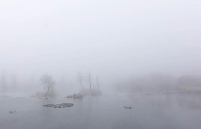 David Arranz / ICAL Mañana de nieblas y bajas temperaturas en la ciudad y la provincia. En la imagen el río Tormes a su paso por la capital