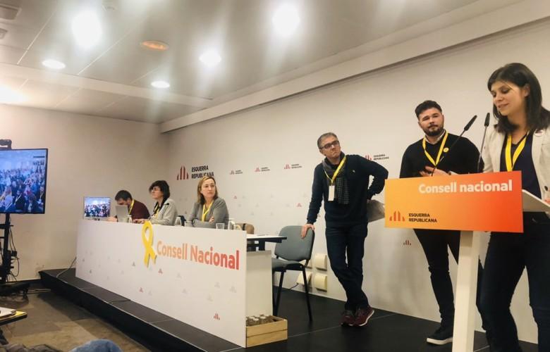 El Consejo Nacional de ERC respalda la abstención para la investidura de Pedro Sánchez por mayoría.