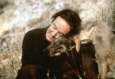 ICAL Imagen de archivo del naturalista Félix Rodríguez de la Fuente junto a un lobo