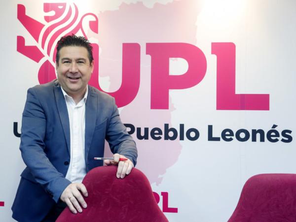 Carlos S. Campillo / ICAL El secretario general de UPL, Luis Mariano Santos, presenta la próxima iniciativa para la consecución de la autonomía de la Región Leonesa