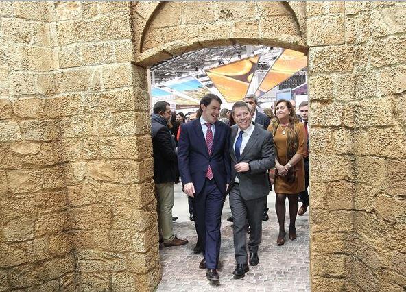 ICAL El presidente de la Junta, Alfonso Fernández Mañueco, mantiene un encuentro con el presidente de Castilla la Mancha, Emiliano García Page,en Fitur.