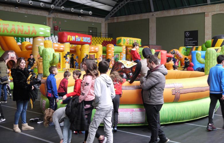 El pabellón de Carbajosa acoge este jueves y viernes las Navichulis, con parque infantil, hinchables, atracciones mecánicas, simuladores y videoconsolas