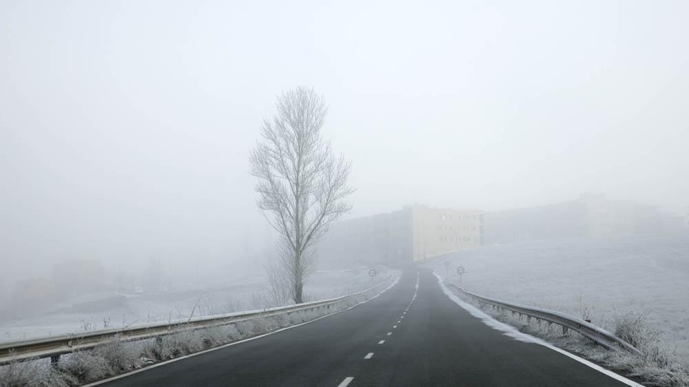 David Arranz / ICAL Mañana de nieblas y bajas temperaturas en la ciudad y la provincia. En la imagen la entrada a Salamanca desde Matilla de los Caños