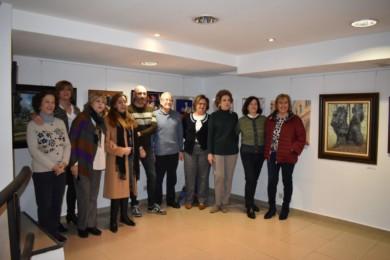 Las ocho pintoras y el pintor que muestran sus obras en 'Por Amor al Arte', en la Sala Yuste.