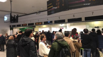 Los salmantinos esperando en la estación del tren de Madrid.
