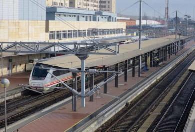 renfe estacion ferrocarril tren catenaria (1)