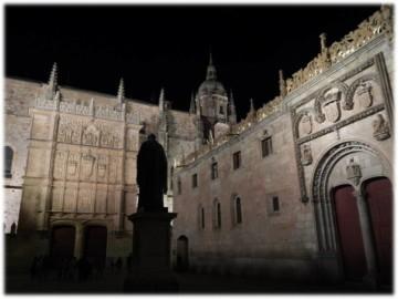 Primer monumento público realizado en Salamanca tras concurso ganado por Nicasio Sevilla.