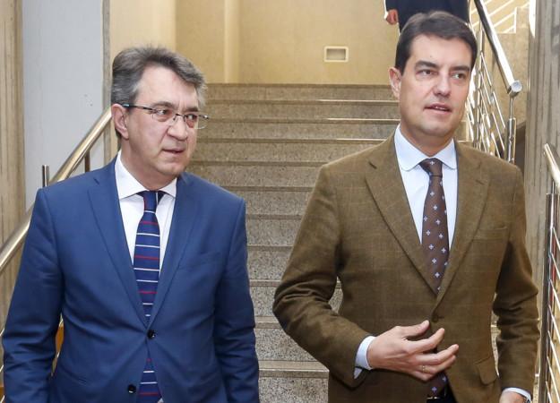 Carlos S. Campillo / ICAL . El consejero de la Presidencia de la Junta de Castilla y León, Ángel Ibáñez, presenta en León el Plan de Igualdad de los empleados públicos. Junto a él, el delegado territorial, Juan Martínez Majo