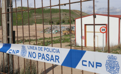Vertedero de Palencia precintado por la policía después ser detenida un mujer que ha confesado a los servicios sanitarios de Palencia que arrojó a su bebé muerto a un contenedor. Foto. Brágimo/ICAL.