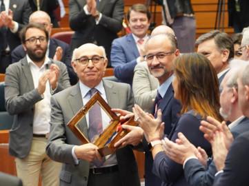 Miriam Chacón / ICAL . Acto conmemorativo del XXXVII aniversario del Estatuto de Autonomía de la Comunidad y entrega de la Medalla de Oro de las Cortes de Castillla y León a Juan Pérez Sánchez, presidente de CERMI Castilla y León