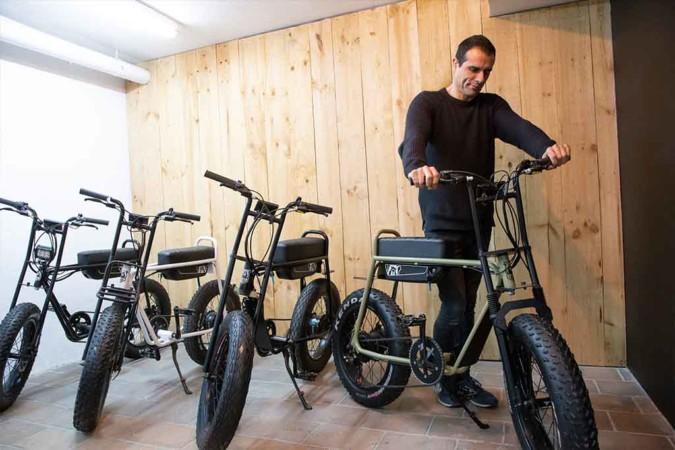 Darío Manzano y Roberto García son los responsables de la Bestia Bikes, una bicicleta eléctrica que se fabrica en Zamora. Foto. JL. Leal/ICAL.