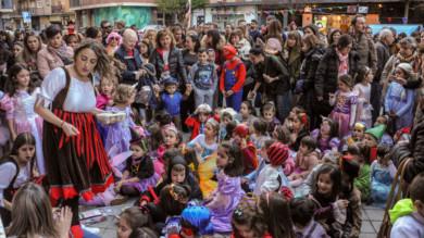 Las actividades organizadas por la asociación vecinal Zoes en el barrio del Oeste por el carnaval.