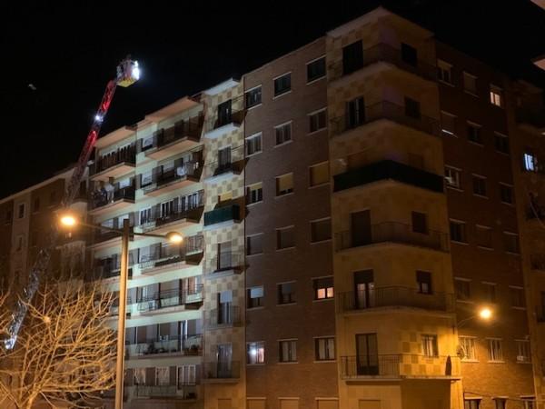 Los bomberos comprobaron que el humo procedía de la chimena del edificio situado en la avenida de Portugal.