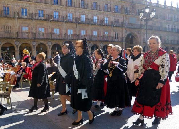 Cientos de mujeres celebran este 5 de febrero la festividad de Santa Águeda.