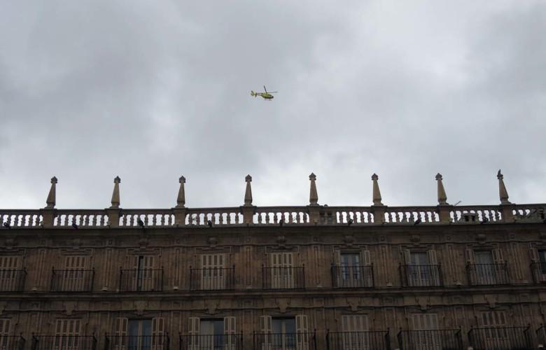helicoptero sacyl por plaza mayor