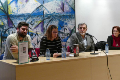 J.M. Ferreira, segundo por la derecha, presentó su libro Casa Baja, en Móstoles.