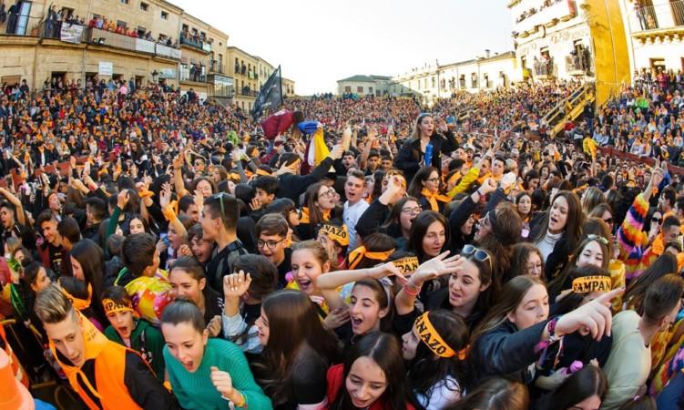 Jose Vicente ICAL Miles de personas celebran el comienzo del Carnaval del Toro con el tradicional 'El Campanazo' en Ciudad Rodrigo (Salamanca) (2)