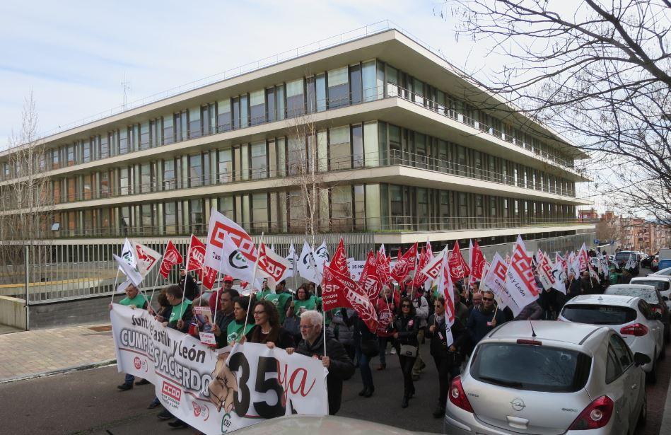manifestacion funcionarios junta 35 horas 2