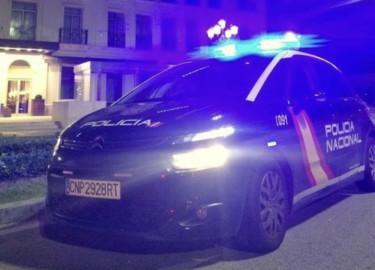 Policía Nacional coche noche.