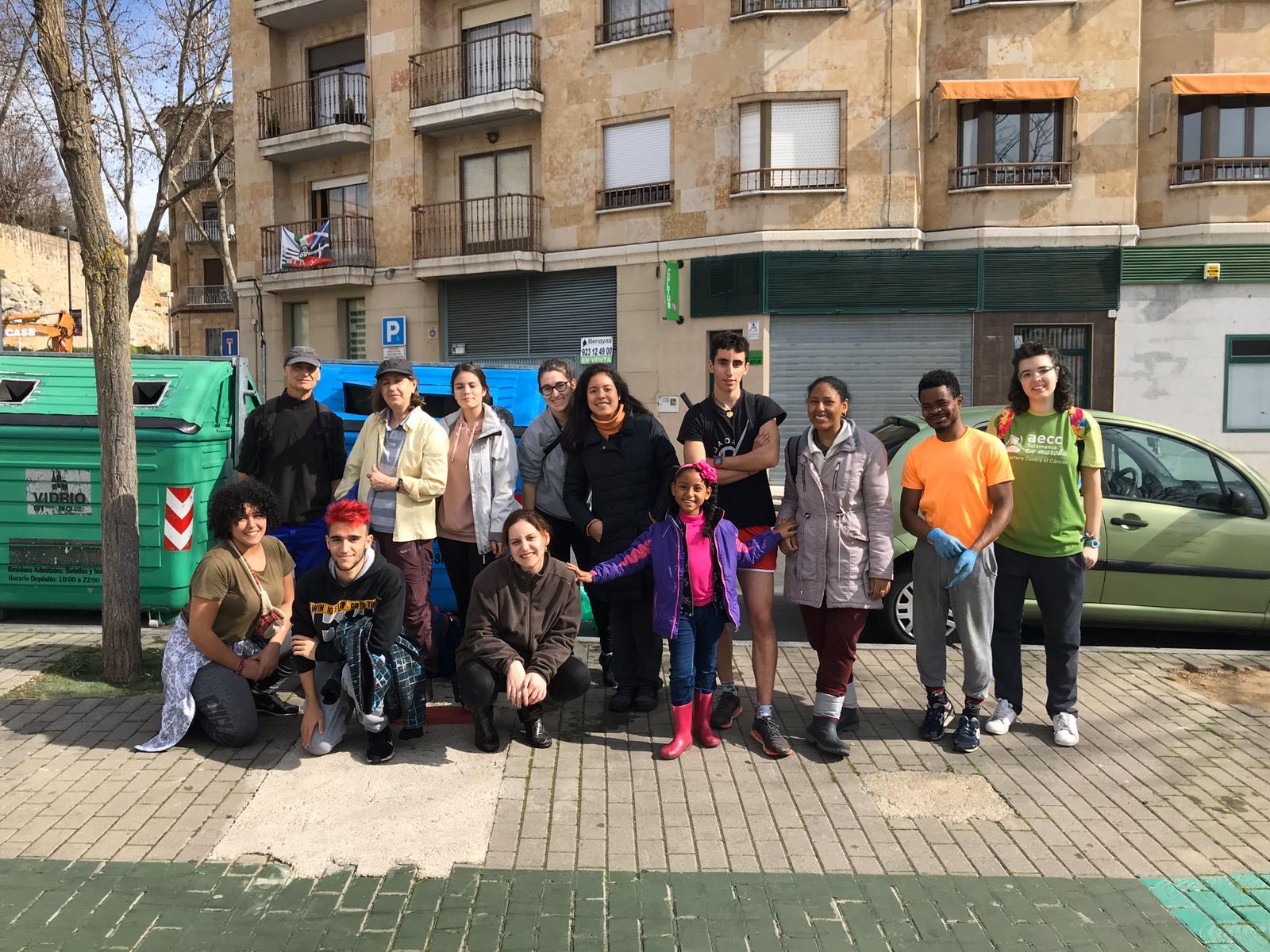 """Integrantes de los grupos de """"Batidas Puente Romano"""" y """"Fridays For Future Salamanca""""."""