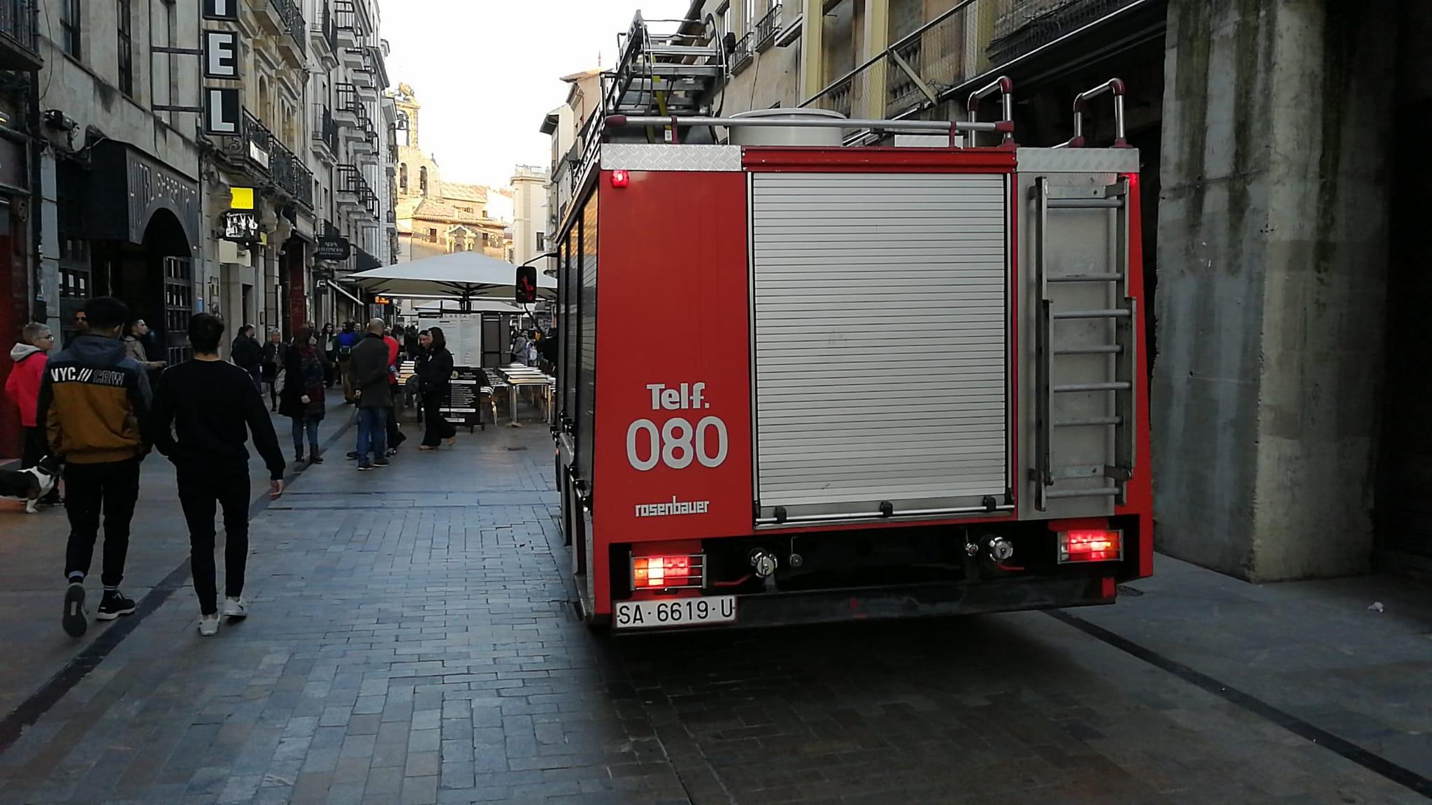 Un camión de Bomberos en la Rúa. (1)