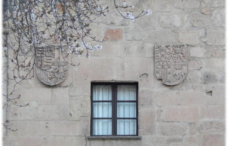 Escudos nobiliarios en el exterior de la casa de Juan de Ovalle