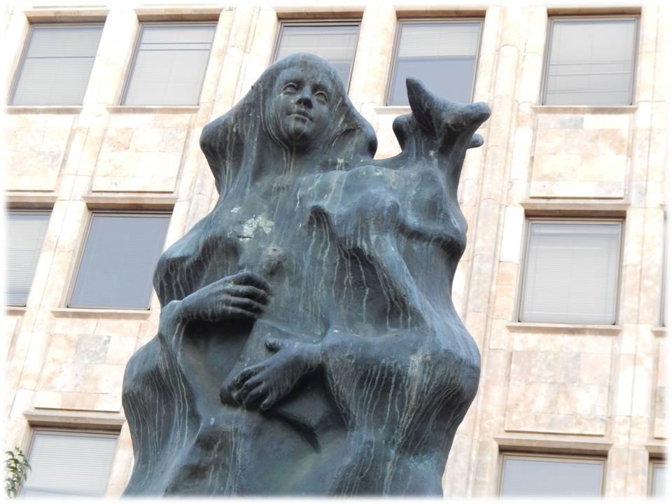 Santa Teresa en bronce (2'50 m.) del escultor Amable Diego, 1981