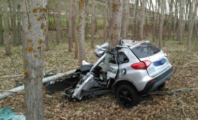 Ical / ICAL . Un varón de 56 años ha fallecido después de una salida de vía y chocar su vehículo contra un árbol en Guardo (Palencia)