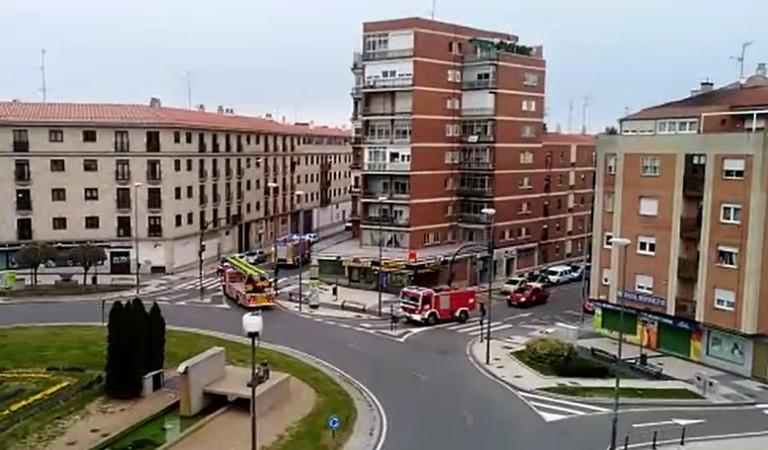 Los vecinos del Alto del Rollo aplauden cada tarde a Sanitarios, dependientes, bomberos, policías, transportistas...