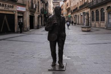 Las calles de Salamanca presentan un aspecto inusual para un viernes por la tarde con una temperatura casi primaveral.