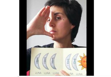 Clara es maestra de Educación Especial e interprete de signos. Tiene un canal en Instagram Mi mamá me signa.