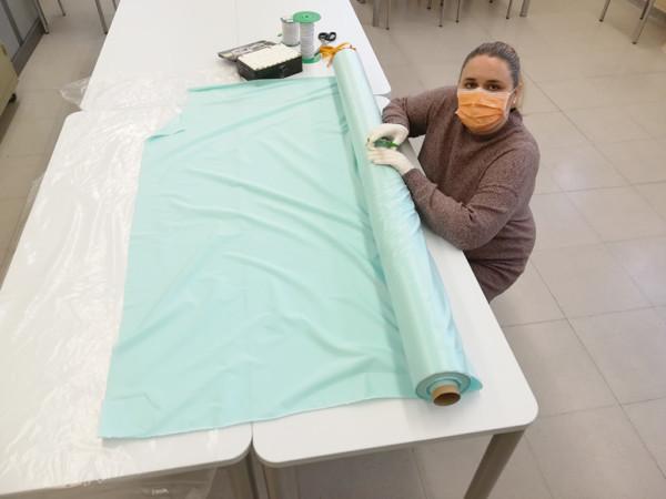 Los vecinos de Carbajosa se unen para confeccionar mascarillas que se destinarán al personal sanitario