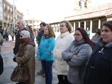 Carbajosa celebra diferentes actos con motivo del Día Internacional de la mujer Trabajadora, como esta lectura del manifiesto en la plaza.