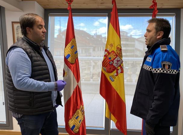 El alcalde de Guijuelo, Roberto Martín, y el jefe de la Policía Local.