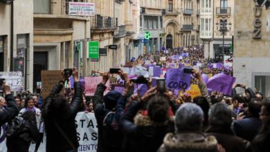 Miles de personas acudieron a la manifestación por el Día de la Mujer Trabajadora organizada por el Movimiento Feminista de Salamanca.
