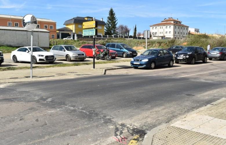 El Ayuntamiento de Guijuelo instala tres reductores de velocidad y cinco pasos de peatones elevados.