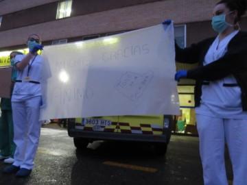 policia local nacional bomberos aplauden sanitarios hospital clinico coronavirus (4)