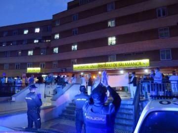 policia local nacional bomberos aplauden sanitarios hospital clinico coronavirus (6)