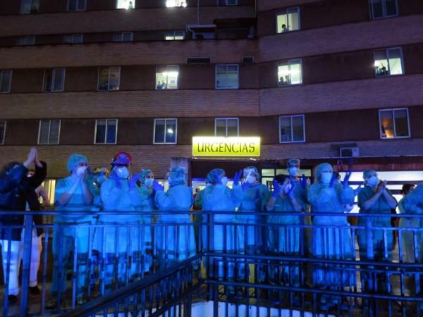 policia local nacional bomberos aplauden sanitarios hospital clinico coronavirus (9)
