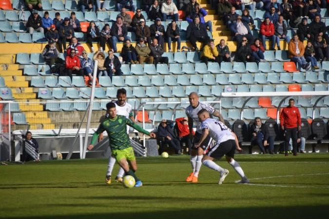 Salamanca CF UDS y el CF Guijuelo se enfrentaron en el Helmántico en la 27ª jornada y hubo reparto de puntos al empatar a cero.