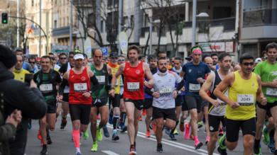 Cientos de corredores participaron en la media maratón de Salamanca.