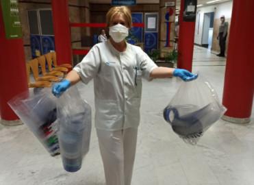 Un grupo de 270 salmantinos y salmantinas realizan pantallas para enviar a hospitales, residencias y farmacias.