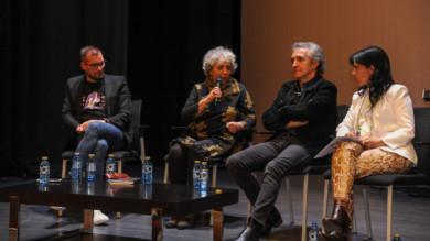 Villares de la Reina acogió una mesa redonda para conmemorar el Día de la Mujer Trabajadora con Manuel Monteno, Encarnación Pérez, Ramoncín y Cristina del Valle.