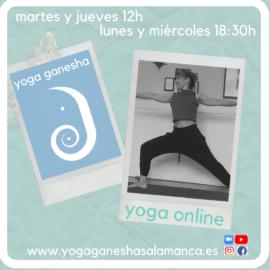 Marta Corrionero, directora de la escuela de yoga Ganesha Salamanca, abre un canal para practicar yoga en directo a través de la aplicación zoom.