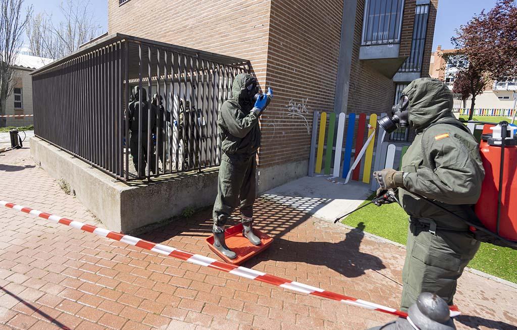 R. Valtero / ICAL . Militares del Regimiento Farnesio 12, de la Brigada Galicia VII realizan labores de desinfección en la provincia de Valladolid