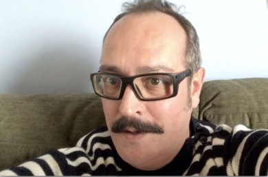 ICAL. El cineasta salmantino Gabriel Velázquez, en su domicilio, donde trabaja en su próximo largometraje, Subterranean
