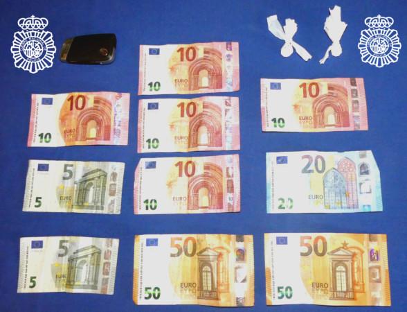 Droga y dinero incautado por la Policía Nacional en Salamanca.