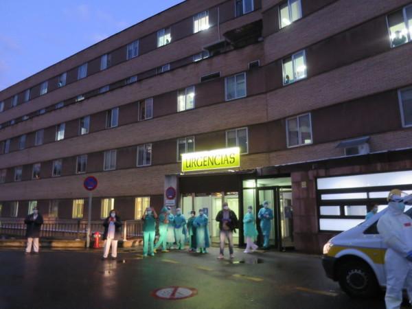 Veintidós profesionales sanitarios han recibido el alta y superado el covid-19 en Salamanca.
